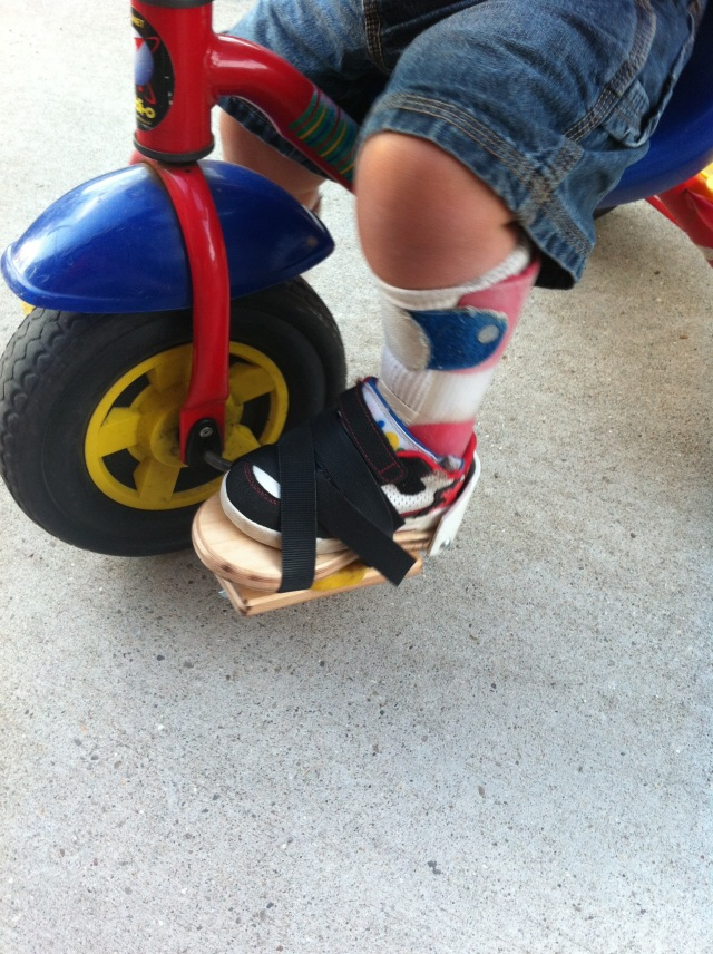 Adaptive foothold on tricycle